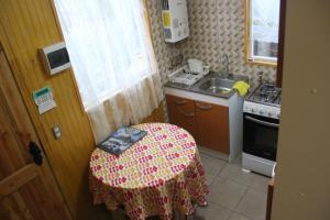 Una cocina o zona de cocina en Cabaña interior