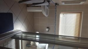 A bathroom at Sandbaai Hermanus