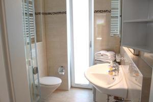 Ein Badezimmer in der Unterkunft Sommer & Jaeger Ferienwohnung