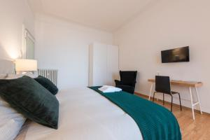 A bed or beds in a room at Mila Apartments Solari