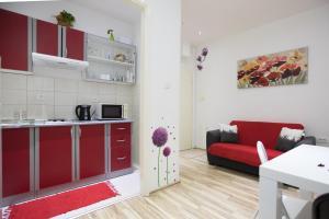 A kitchen or kitchenette at Apartment La Mirage