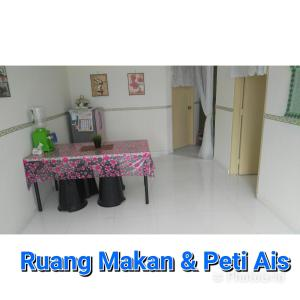 A kitchen or kitchenette at Apartment seri Ceria 1, Bukit Jalil