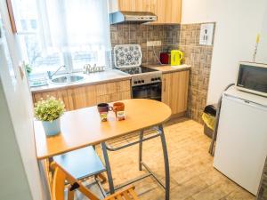 Una cocina o kitchenette en Vagohid30 Apartment