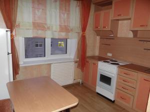 Кухня или мини-кухня в Шумакова 43