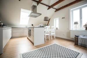 A kitchen or kitchenette at LOFT-ATELIER