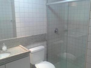 Um banheiro em Flats Malawi Beach Residence