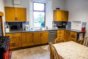 A kitchen or kitchenette at Shelbourne Lodge