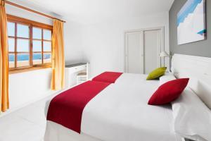 Cama o camas de una habitación en Elba Castillo San Jorge & Antigua Suite Hotel