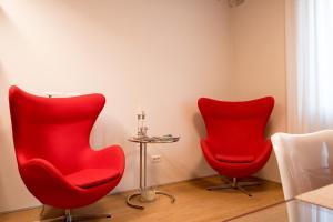 A seating area at Milano Repubblica Suite Centro