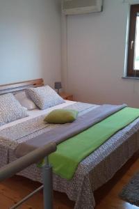 Postelja oz. postelje v sobi nastanitve Studio Martinscica 14334b
