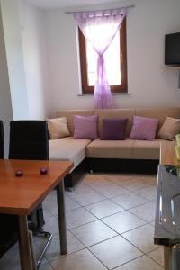 Predel za sedenje v nastanitvi Studio Martinscica 14334b