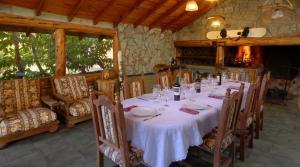 Un restaurant u otro lugar para comer en Casa La Huala