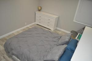 A bed or beds in a room at Condo near beach and Convention Center