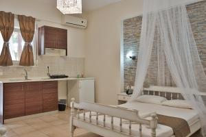 A kitchen or kitchenette at Villa Elena