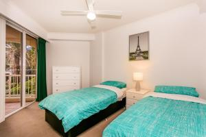 A bed or beds in a room at Pelicanstay in Surfers Paradise