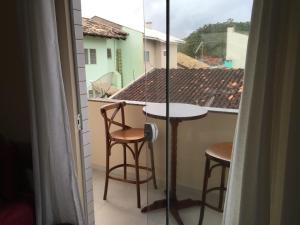 A balcony or terrace at Apartamento 30 metros do mar na prainha