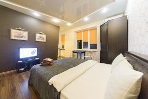 Televizorius ir (arba) pramogų centras apgyvendinimo įstaigoje Real Home Apartmens - Podol Promenade