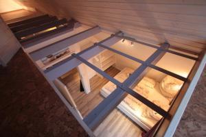 A bunk bed or bunk beds in a room at Altstadtferienwohnung Stade- ein zweites Zuhause finden
