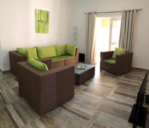 A seating area at Kays Residence