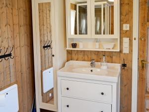 A bathroom at Three-Bedroom Holiday home in Hundested 2