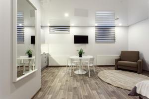Svetainės erdvė apgyvendinimo įstaigoje Old Town Trio Apartments
