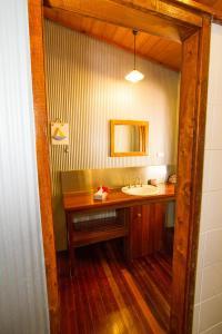 Salle de bains dans l'établissement 1770 Beach Shacks