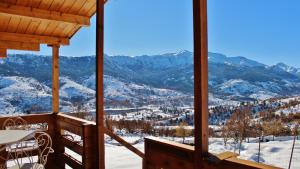 Vue générale sur la montagne ou vue sur la montagne depuis le chalet