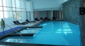 The swimming pool at or near Apartamento Vistamar Concon