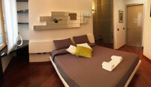 A bed or beds in a room at Giulia Luxury Apartment