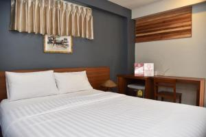 A bed or beds in a room at Chula Hotel