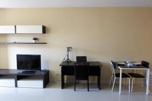 A television and/or entertainment centre at The Trio Condo by A.P