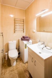 A bathroom at OnLviv Apartments Teatralna 23