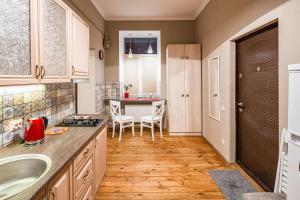 A kitchen or kitchenette at OnLviv Apartments Teatralna 23