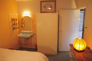 A bathroom at De Boem
