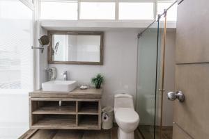 A bathroom at Apartamento Vip Edificio Calima
