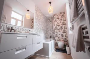 Um banheiro em Heart of the City