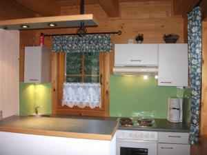 A kitchen or kitchenette at Appartements Zirbenalm