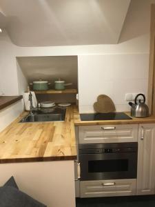 A kitchen or kitchenette at Apartamenty Sienkiewicza Centrum