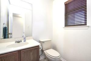 A bathroom at Westover Place