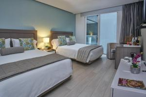 A bed or beds in a room at 100 Luxury Suites by Preferred