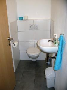 Ein Badezimmer in der Unterkunft Apartments Max