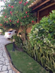 A garden outside Casa Village Alamanda - Barra