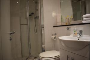 A bathroom at Dublin Apartment