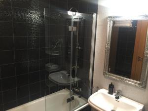 A bathroom at Apartamento Conde Luna