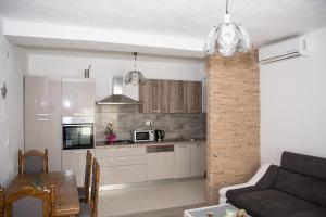 A kitchen or kitchenette at Apartment Kasalo