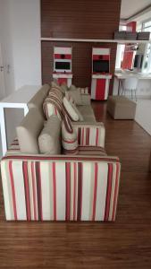A seating area at Apto Vista Mar Com Lazer Total