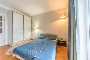 A bed or beds in a room at Apartment near Olympic Stadium