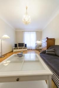 A kitchen or kitchenette at Apartment near Olympic Stadium