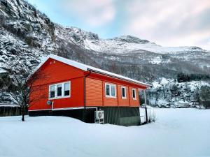 Steinshølen Holiday Home during the winter
