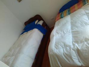 A bed or beds in a room at Mirador Casa En Caldera